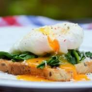 Tost ze szpinakiem i jajkiem w koszulce