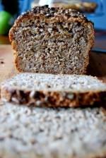 Chleb razowy, pszenno-żytni z ziarnami