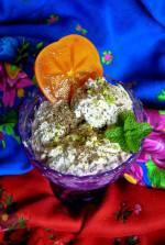 Deser lodowo-chałwowy z czekoladą i owocem kaki