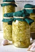 Domowe przetwory - tarte ogórki kiszone na zupę