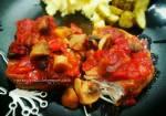 Karkówka w ketchupie z pieczarkami