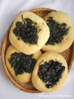 La Puddica Brindisina - Drożdżowe chlebki z botwiną, anchois i oliwkami