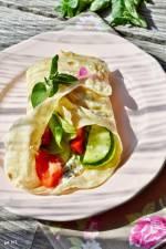 Majowe wyzwanie blogerek - Wiosenna tortilla z białym serem i warzywami