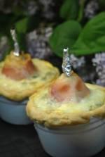 Mini tarty z gruszką owiniętą w szynkę z gorgonzolą