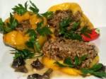 Papryki faszerowane mięsem , kaszą gryczaną i grzybami