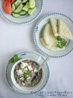 Pasta z czarnej fasoli i sera feta po grecku
