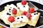 Pierogi z jagodami + przepis na ciasto pierogowe bez jajek