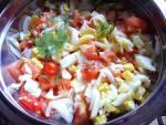 Pomidor, jajko, cebulka. Szybka smaczna sałatka do obiadu i na grilla.