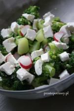 Sałatka : rzodkiewka, brokuł i feta