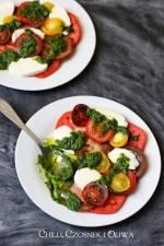 Sałatka z pomidorów i mozzarelli w letnim sosie ziołowym