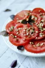 Sałatka z pomidorów z ziarnami