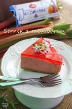 Sernik na zimno z karmelizowanym rabarbarem