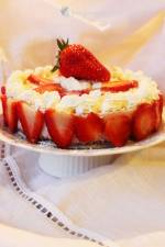 Sernik truskawkowy bez pieczenia