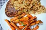 Soczysty mielony z batatami i sosem kurkowym