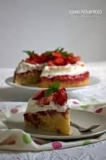 Truskawkowe ciasto z serkiem i bezą