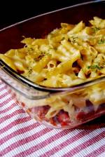 Zapiekanka makaronowa z mięsem mielonym i sosem pomidorowym