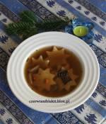 Zupa grzybowa z łazankami w kształcie gwiazdek