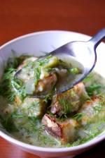 Zupa z bobu z grzankami