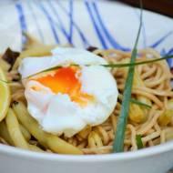 Błyskawiczny makaron chiński z jajkiem w koszulce