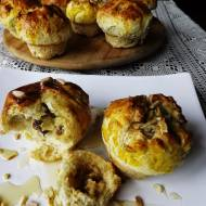 Migdałowe babeczko-bułeczki ze słodkim serowym nadzieniem