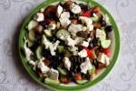 Najprostsza sałatka z fetą i oliwkami.
