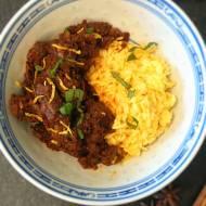 Wołowy Rendang z żółtym ryżem