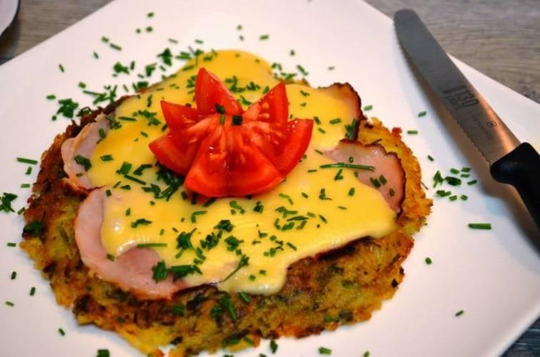 Rösti-(roesti) szwajcarski placek ziemniaczany