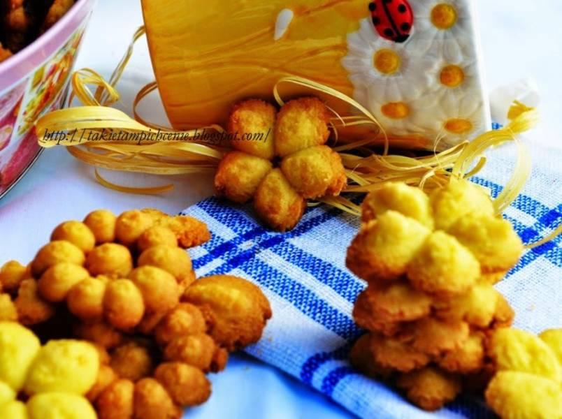 Ciasteczka z gotowanych żółtek- pyszne kruche ciasteczka z maszynki