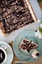 Ciasto z pierożkami i masą białkową
