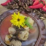 Gołąbki z grzybami i kuskusem w sosie paprykowym