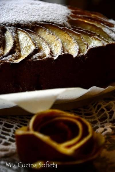 Włoskie rustykalne ciasto z jabłkami i orzechami