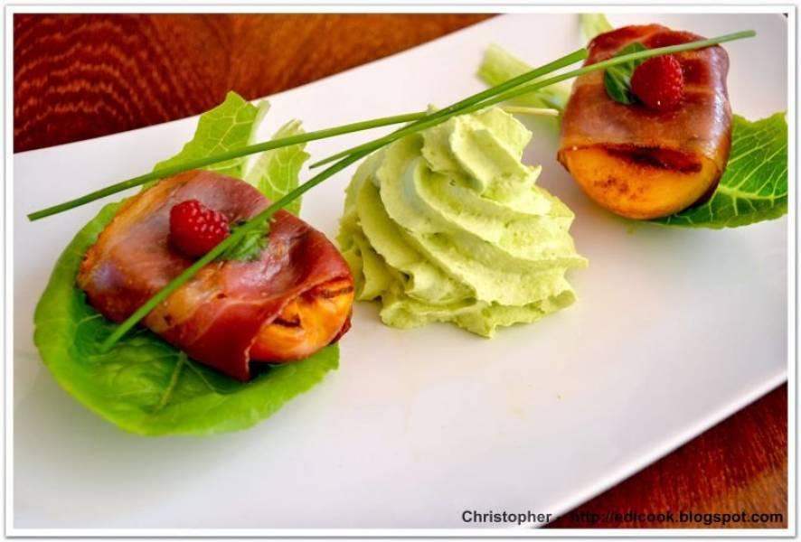 Grillowana  nektarynka z wiejską szynką i pianką wasabi