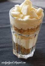Śniadanie fit z jogurtem, otrębami i jabłkiem