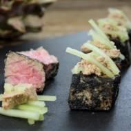 Tuńczyk  w palonym sianie z foie gras