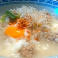 Joke Moo Sub, czyli tajska zupa śniadaniowa (โจ๊กหมูสับ)