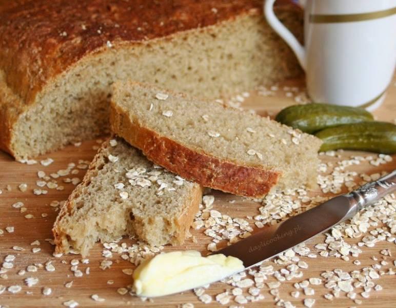 Chleb pszenny na płatkach owsianych, czyli gorące pieczywo na śniadanie