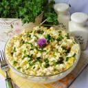 Sałatka z ryżu jajek i kukurydzy