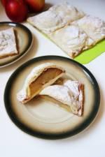 Szarlotka z połówkami jabłek na cieście francuskim (wegańska)
