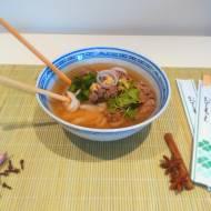 Gulasz anyżowy z makaronem ryżowym