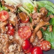 Kuskus z kurkami, pomidorami i bok choy