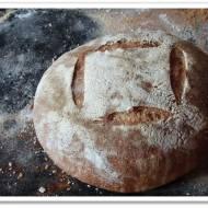 Chleb pszenny na żytnim zakwasie razowym