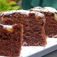 Czekoladowe ciasto z gruszką