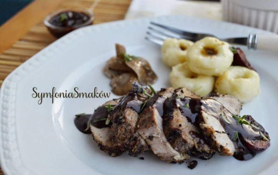 93.Obiadowe, małe eksperymenty: czyli polędwiczki wieprzowe w sosie czekoladowo - winnym, mini kluseczki śląskie i pieczone