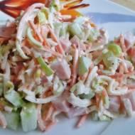 Kolorowa sałatka z marchewką i selerem