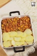 Zapiekanka z ziemniaków, mięsa i warzyw