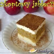 Jabłecznik biszkoptowy z bitą śmietaną i cynamonem