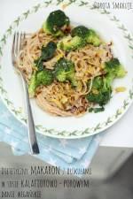 Dietetyczny makaron z brokułami w sosie kalafiorowo-porowym – danie wegańskie