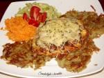 Filety z kurczaka zapiekane z pieczarkami i serem na chrupiących plackach ziemniaczanych