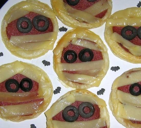 Pizzerinki z ciasta francuskiego na Halloween