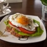 Kanapka z jajkiem sadzonym. PYYYCHAAA!!!;-)